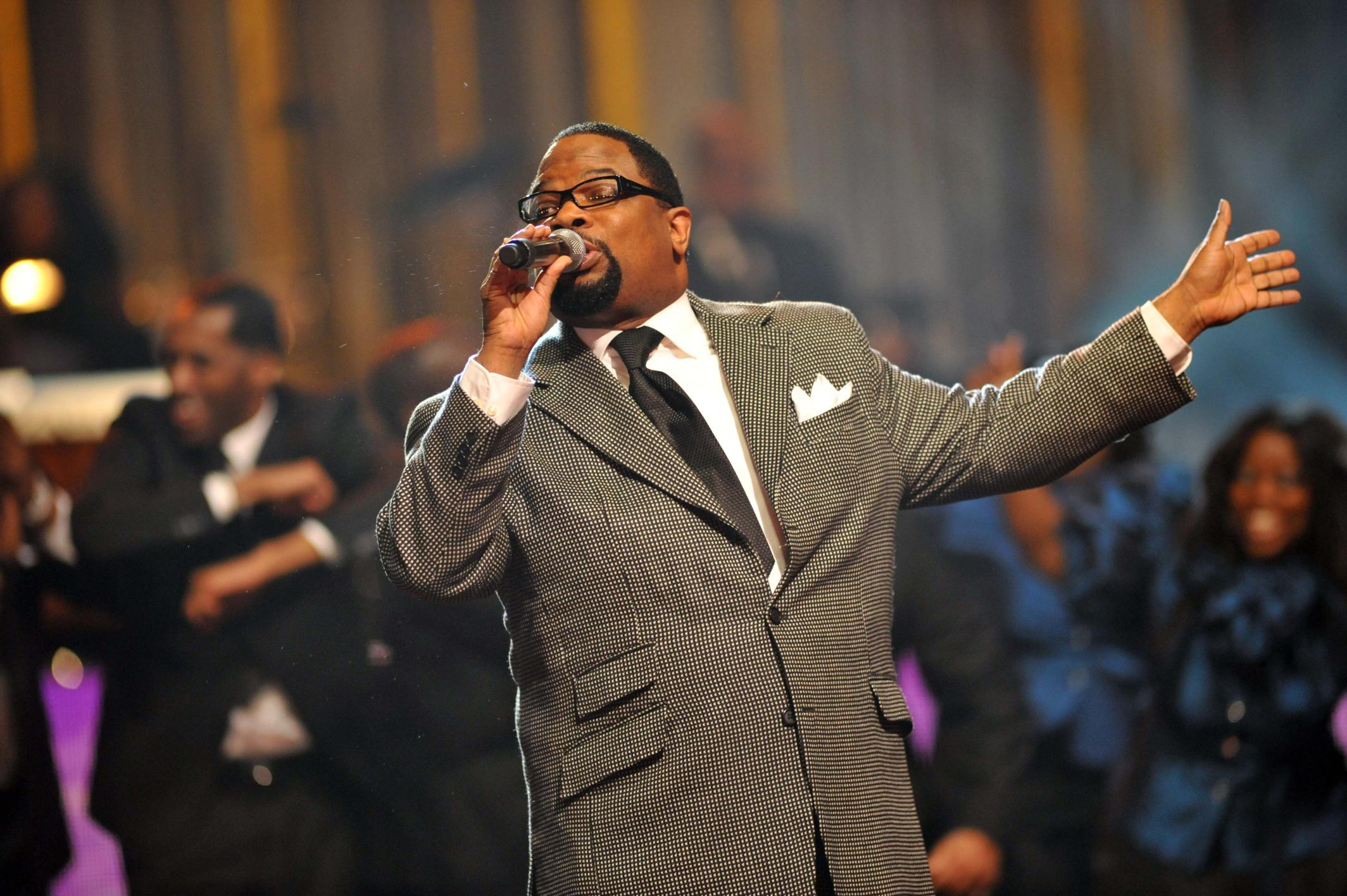 Hezekiah Walker with LFCC during the opening number