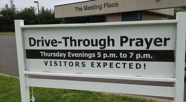 Hope-United-Methodist-Church-drive-thru-prayer-Facebook