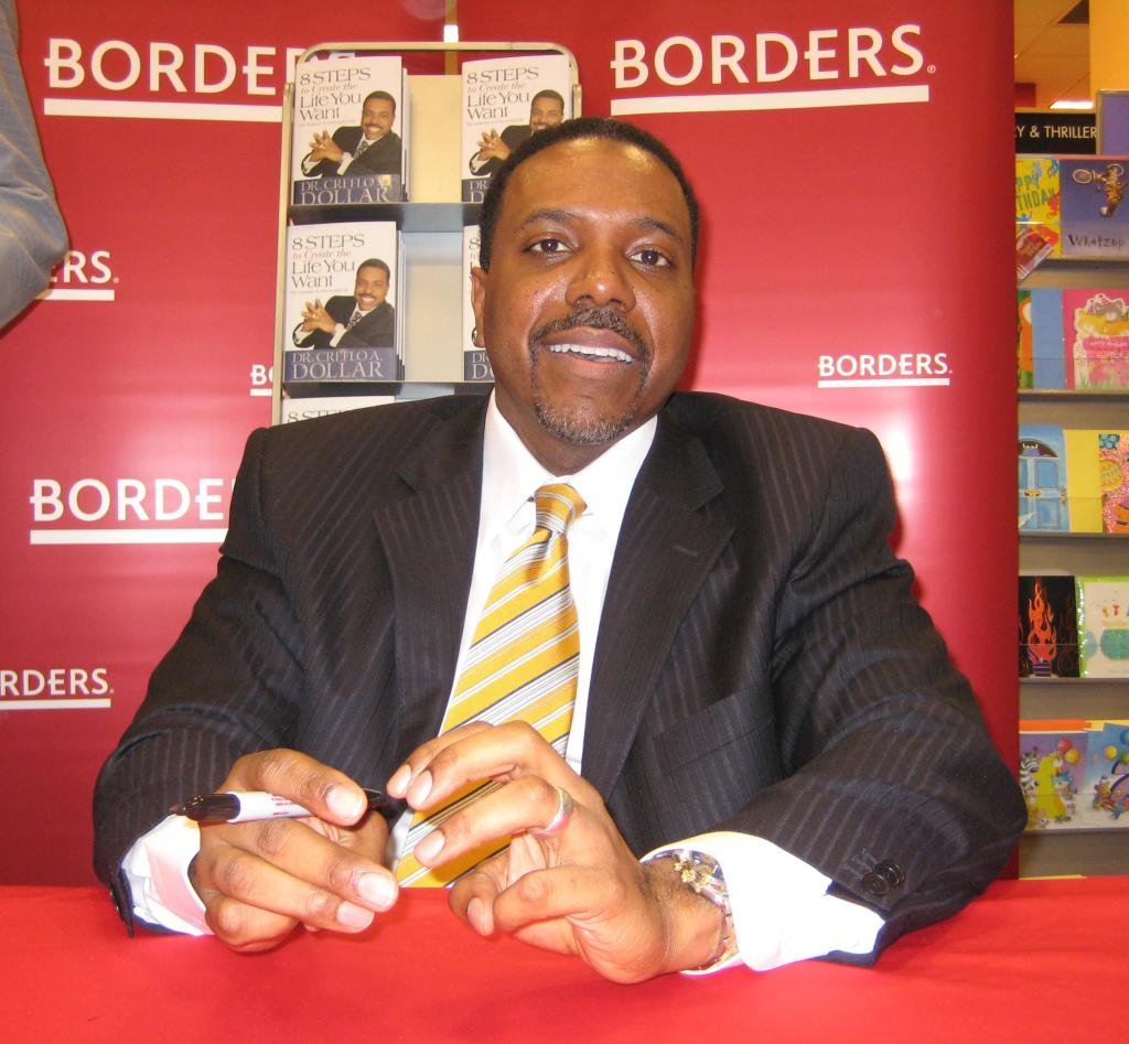 Creflo A. Dollar Signs His New Book '8 Steps to Create the Life You Want' at Borders Books and Music - January 12, 2007