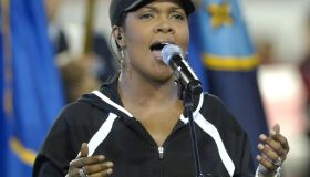 CeCe Winans Sings the National Anthem at the 2007 FedEx Orange Bowl