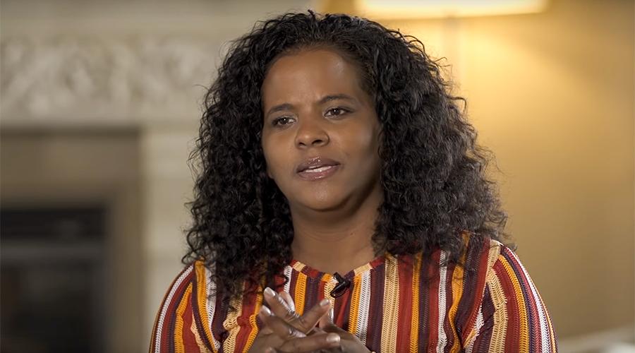 Dr. Tamara Bennett shares her testimony (Photo Credit: Journeys Of Faith)