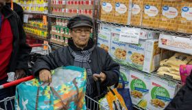 Brooklyn food pantry distributes food for Thanksgiving holiday